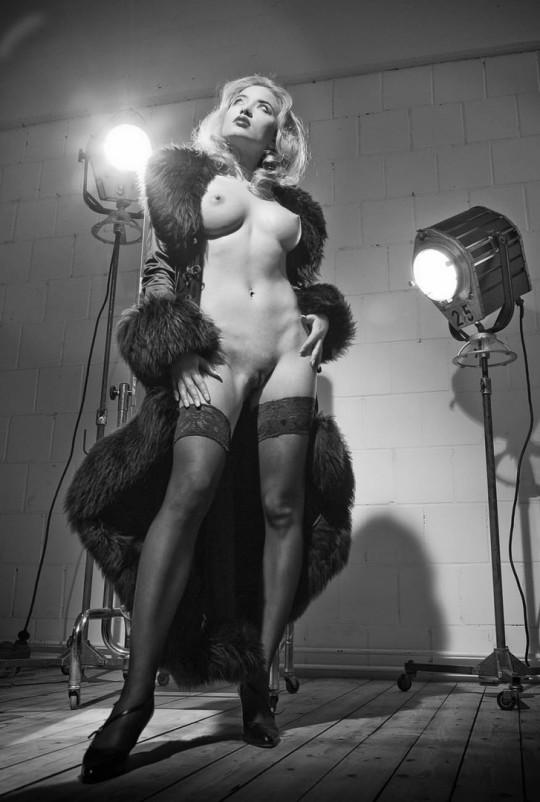 Aktfotografie, Aktfotos im Studio, Aktmodel, Aktmodelle, Aktfotografie Essen, Aktfotografie Düsseldorf, Kunstfotografie, Kunstfotograf, Kunst, der Akt, die Nackten, nude body, Workshop Aktfotografie R